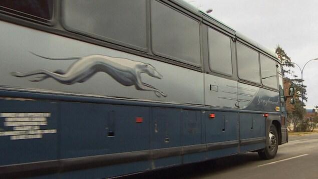 Un bus Greyhound quitte la gare routière de Regina.