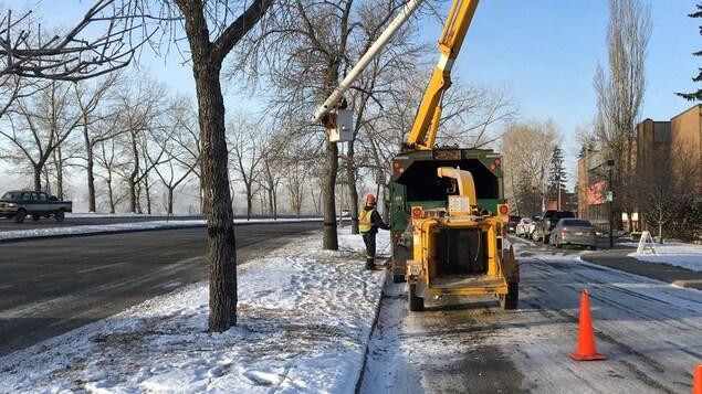 Des travailleurs dans le froid de Calgary