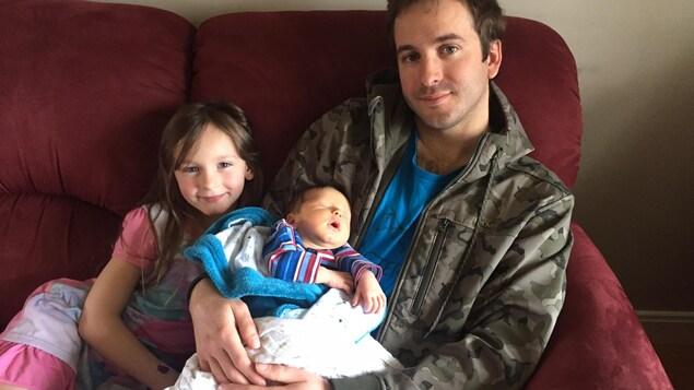 Pierre-Luc Desjardins, le bébé, Louis Desjardins, et sa grande soeur Rosalie Desjardins
