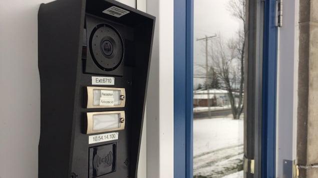 Les écoles du Témiscamingue seront presque toutes munoies d'un dispositif où chaque visiteur devra s'identifier avant d'entrer à l'intérieur de l'établissement.