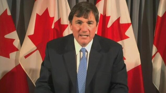 Dominic LeBlanc, ministredes Affaires intergouvernementales, en entrevue au Téléjournal Acadie le mardi 1er décembre 2020.