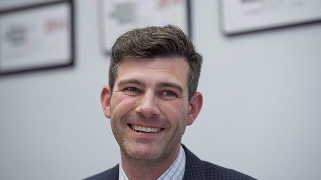 Le maire d'Edmonton, Don Iveson, souriant.