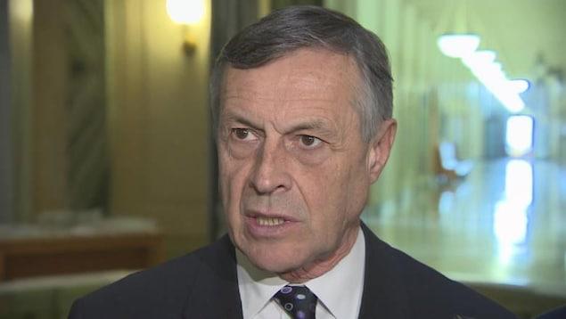 Gros plan sur le ministre de la Justice de la Saskatchewan, Don Morgan.