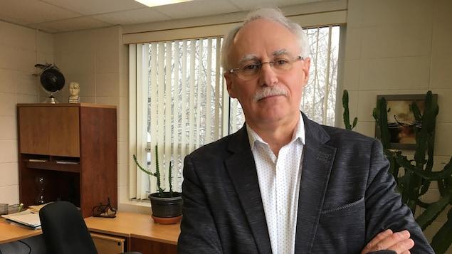 Donald Aubin dans son bureau.