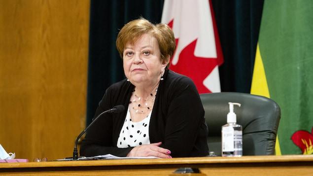 Donna Harpauer lors d'une conférence de presse.