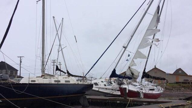 Une partie du quai situé sur le site historique de La Grave, aux Îles-de-la-Madeleine, brisé en raison des forts vents laissés par Dorian.