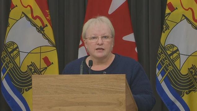 La ministre de la Santé, Dorothy Shephard, lors d'un point de presse sur la maladie neurologique inconnue, le 27 octobre 2021.