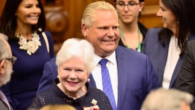 Le premier ministre Doug Ford en compagnie de la lieutenante-gouverneure Elizabeth Dowdeswell.