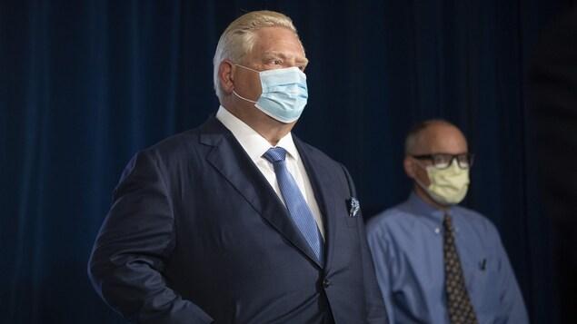 Le premier ministre ontarien Doug Ford et le Dr Kieran Moore, médecin hygiéniste en chef.