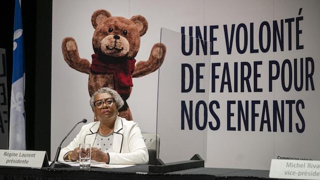 Régine Laurent, présidente de la Commission spéciale sur les droits de l'enfant et la protection de la jeunesse qui présente un prélude du contenu de son rapport final en conférence de presse