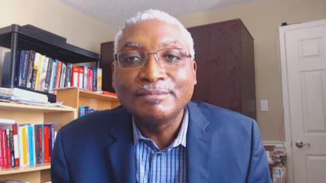 Portrait de l'homme lors d'une entrevue Skype.
