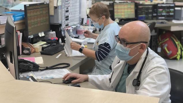 Dr Jean-Nicolas Dubé est interniste-intensiviste à l'hôpital de Trois-Rivières. Il est dédié à l'unité COVID depuis mars.