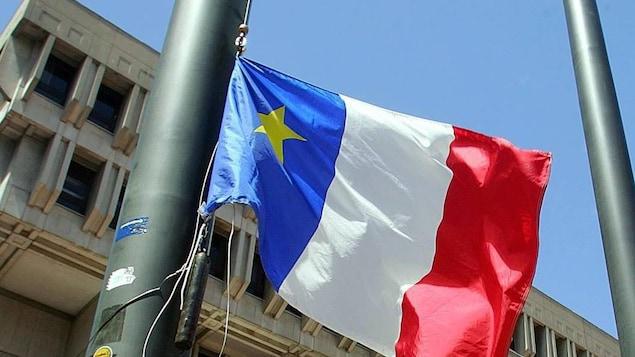 Un drapeau acadien.