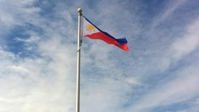 Le drpaeau des Philippines flotte.