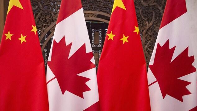 Drapeaux canadiens et chinois