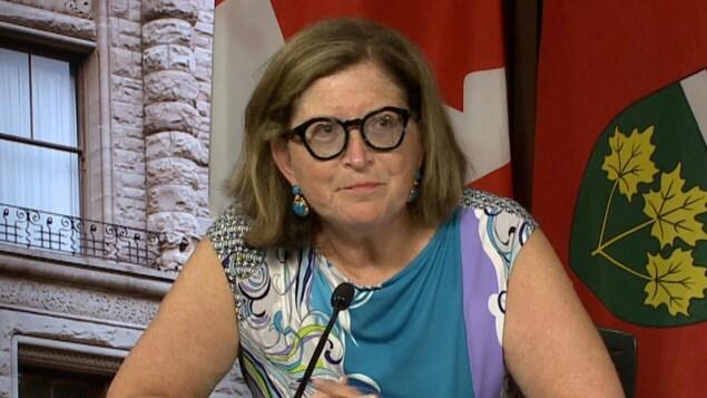 La Dre Barbara Yaffe en conférence de presse.
