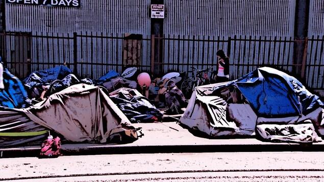 Des tentes sur la ''strip'' à Surrey : photo transformée en illustration