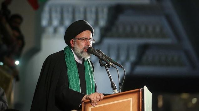 Le candidat à la présidentielle iranienne Ebrahim Raisi  prononçant un discours, lors de la campagne électorale.