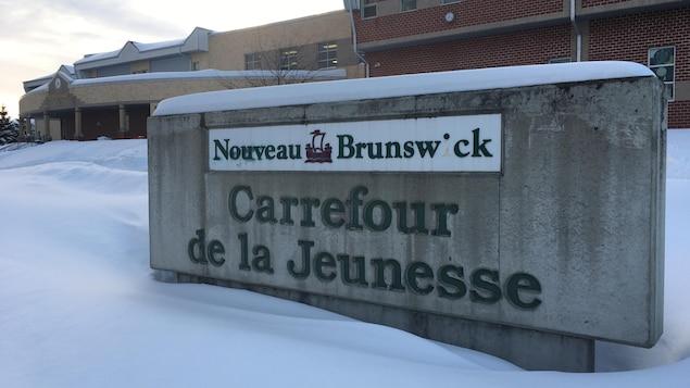 L'école primaire le Carrefour de la Jeunesse d'Edmundston, vue de l'extérieur.
