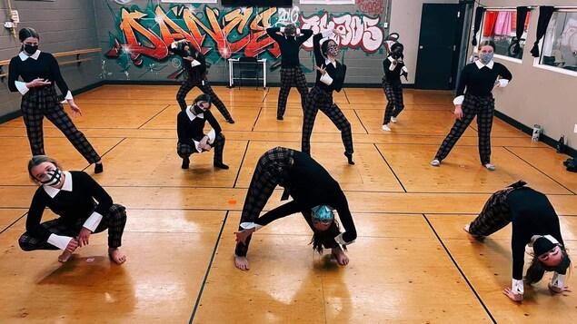 Des danseuses de l'école de danse Chaos, à Moncton.