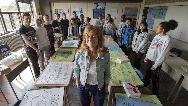 L'enseignante Julie Pinsonneault avec ses élèves
