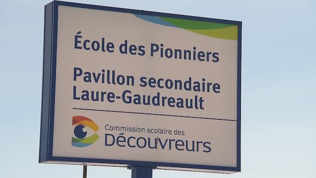 Une affiche de l'École des Pionniers de Saint-Augustin-de-Desmaures.