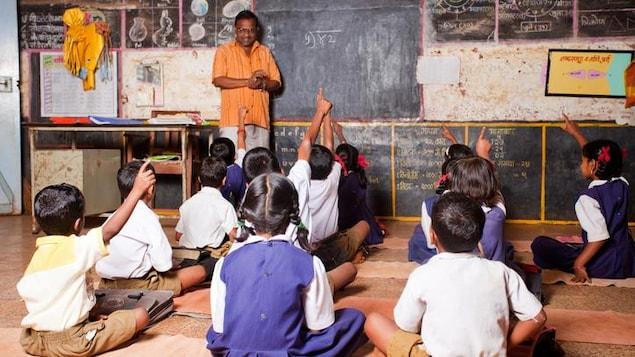 Des enfants dans une école rurale de l'Inde.