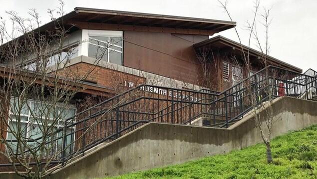 La devanture de l'École Sexsmith.