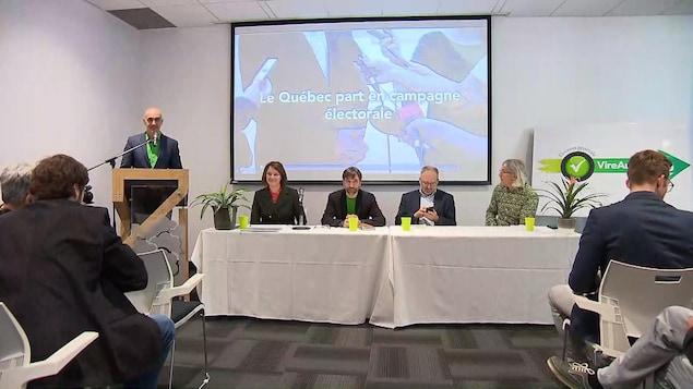 Des membres de la coalition en conférence de presse à Montréal.