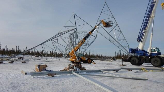 Un pylône s'est effondré le 8 février 2017 près de Gillam, au Manitoba.