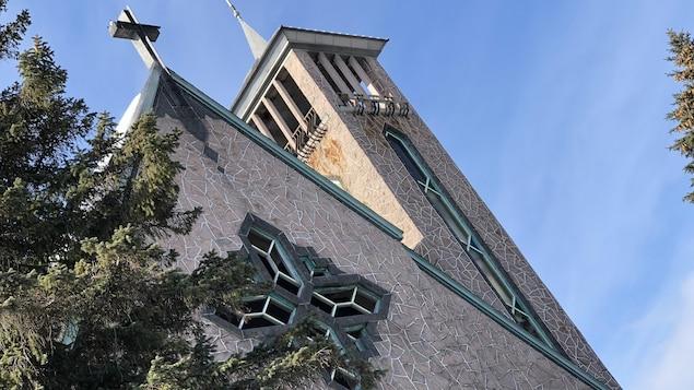 Une partie de la façade de l'église.