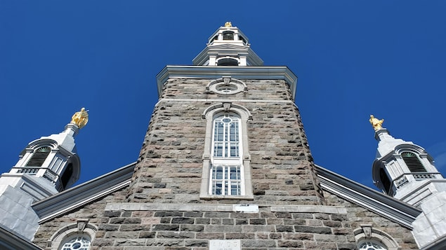 La façade de l'église de Trois-Pistoles.