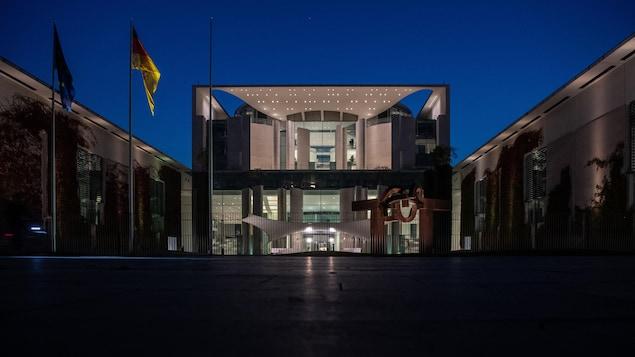 La Chancellerie fédérale à Berlin le 26 septembre 2021 au soir après les élections générales allemandes.