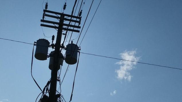 Une ligne électrique d'Hydro-Québec.