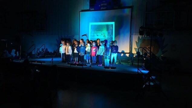 Les élèves de l'École Gabrielle-Roy ont présenté le 18 mai leurs livres et leur concert du printemps.