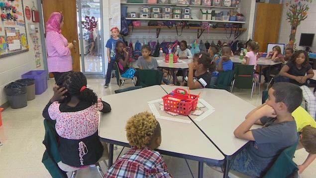 Des élèves en 3e année à l'école Taché dans le quartier de Saint-Boniface.