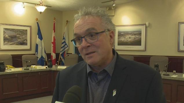 Le maire de Saint-Gédéon en entrevue à Radio-Canada au conseil de la MRC Lac-Saint-Jean-Est.