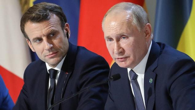 Emmanuel Macron et Vladimir Poutine en conférence de presse
