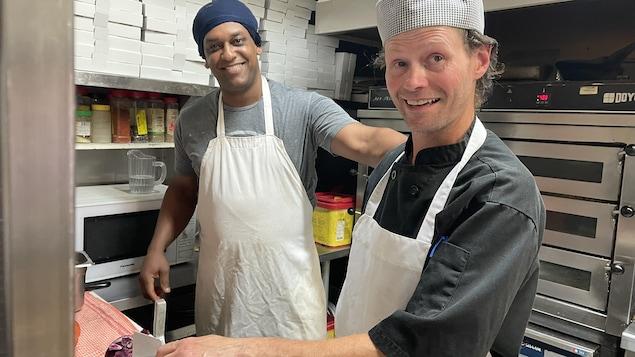 Emmanuel et Bruno L'éclair, en cuisine.