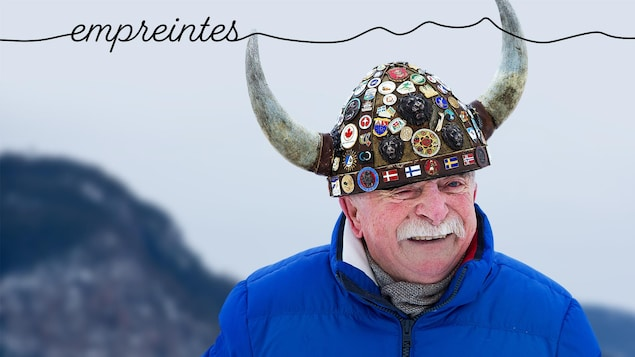 Val Rasmussen porte son casque à cornes.