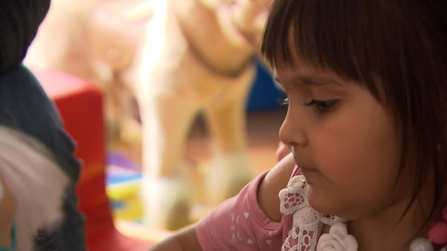 La petite Mila Goolab est atteinte d'une rare maladie neurologique.