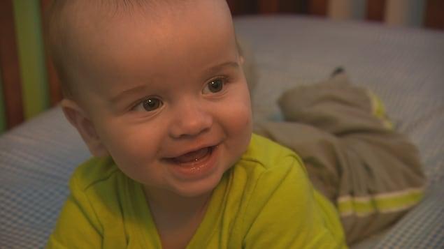 Le petit Étienne Giguère, 6 mois, fait le bonheur de ses parents.