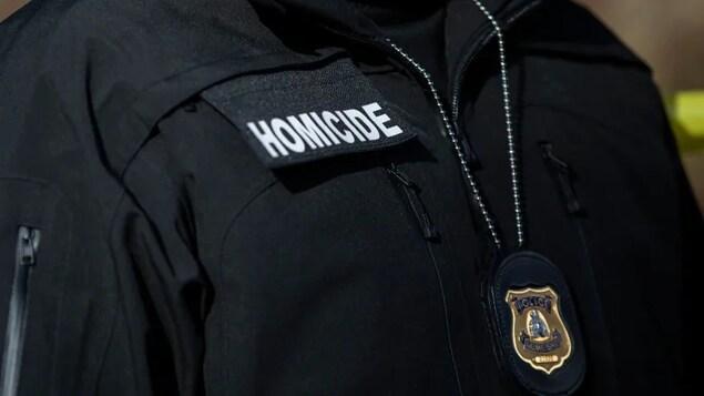 L'uniforme d'un policier.