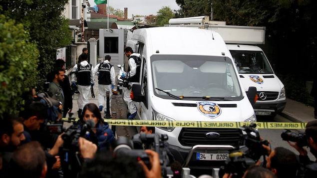 Les nombreux photographes de presse photographient les enquêteurs médico-légaux turcs, qui sortent des véhicules pour entrer dans le domicile du consul saoudien en Turquie.