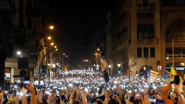 Des manifestants à Barcelone, en Catalogne.