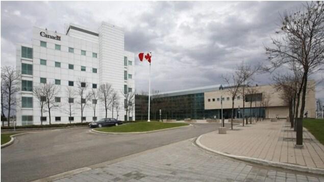 Le Laboratoire national de microbiologie de Winnipeg est le seul laboratoire de niveau 4 au Canada, permettant à ses scientifiques de travailler avec des microbes très dangereux.