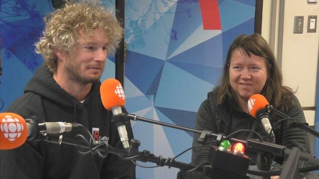 Étienne Boulanger et Julie-Andrée T. en entrevue.