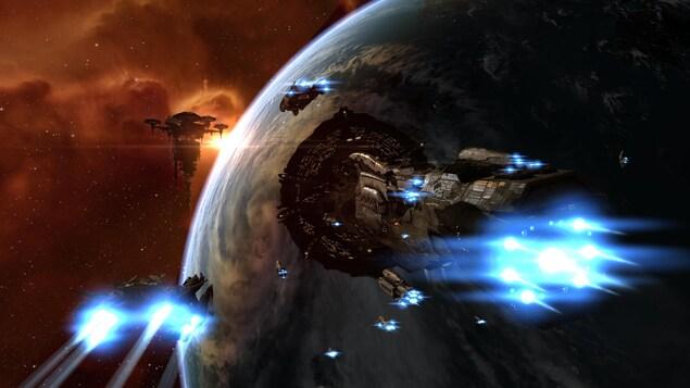 Une capture d'écran du jeu EVE Online montrant un vaisseau Titan en train de s'approcher d'une station spatiale en orbite au-dessus d'une planète.