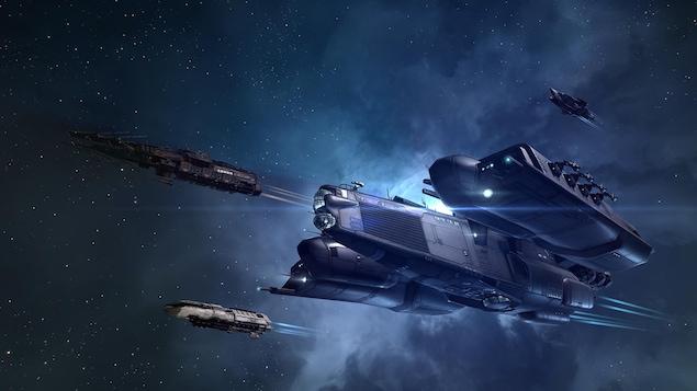 Une capture d'écran du jeu vidéo EVE Online montrant quatre vaisseaux spatiaux aux formes très différentes les unes des autres.