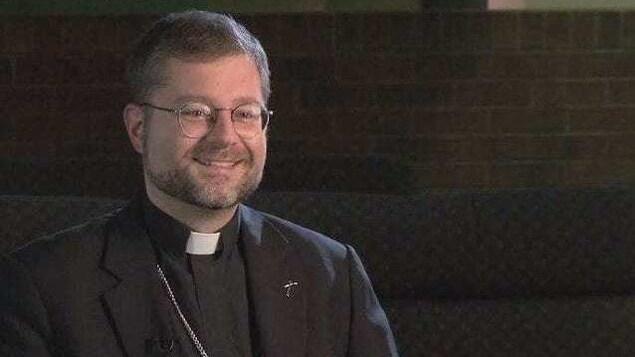 L'évêque du Diocèse de Sault-Sainte-Marie, Thomas Dowd.